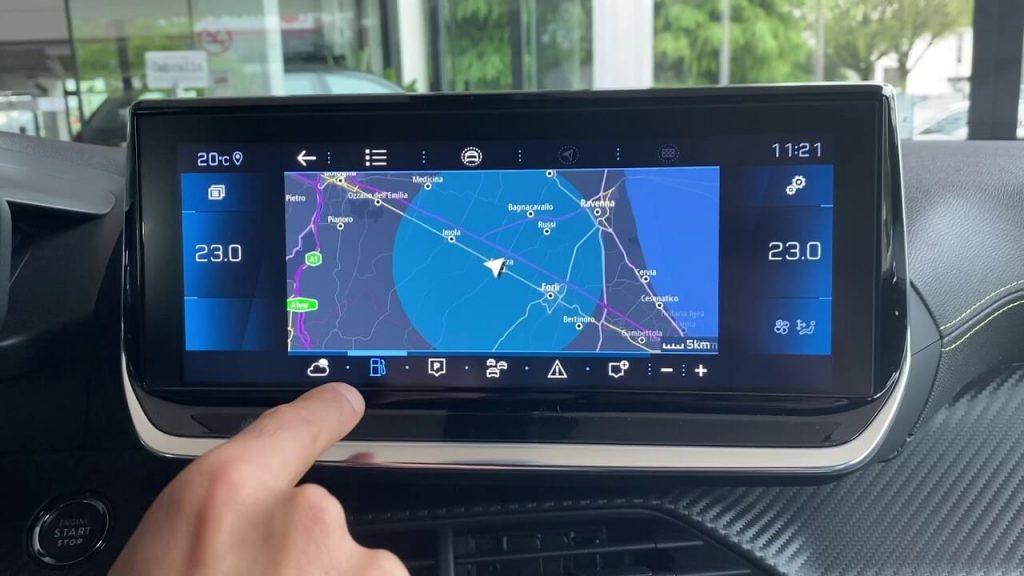 navigatore peugeot 2008